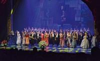 Artyści po koncercie jubileuszowym na scenie Opery Nova