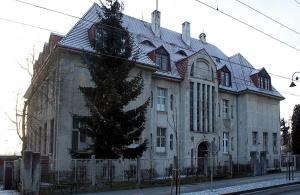 """Budynek byłego """"internatu kresowego"""" przy ul. Chodkiewicza 32"""